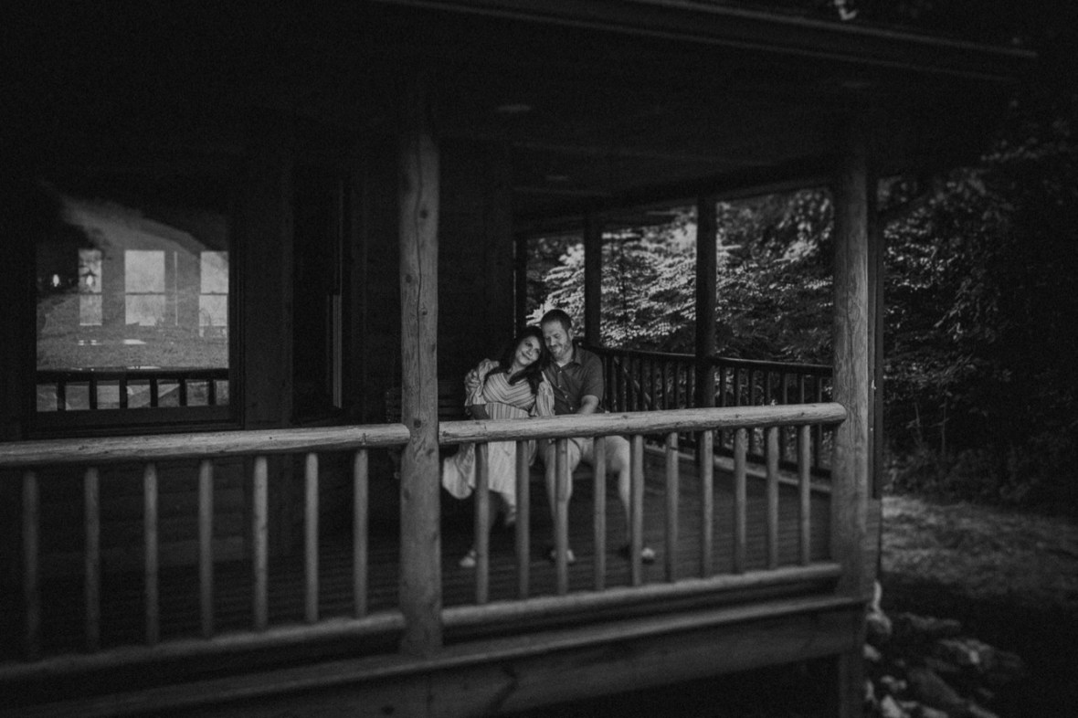 05_WCTM7937abwb_In_Session_Cabin_Log_Home_Louisville_Kentucky_Couples_Kayaking