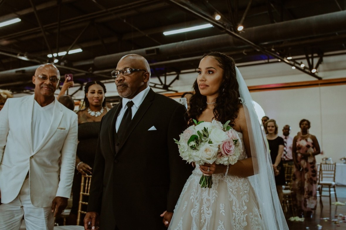 30_WCTM2604ab_Center_omni_Hotel_Summer_Louisville_Wedding_Art_Kentucky_Mellwood