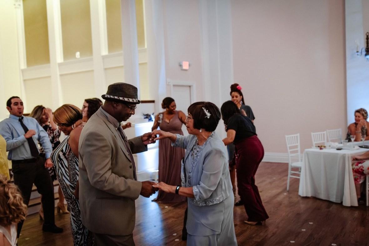 68_WCTM7211ab_Versailles_Kentucky_Themed_Galerie_Summer_Wedding