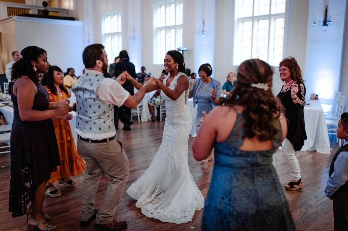 74_WCTM7676ab_Versailles_Kentucky_Themed_Galerie_Summer_Wedding