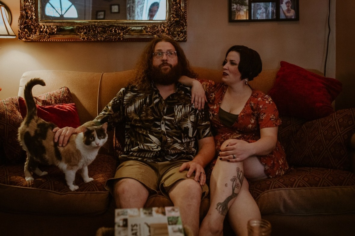 05_WCTM9209ab_In_Louisville_Session_Kentucky_Home_With_Couples_Cats
