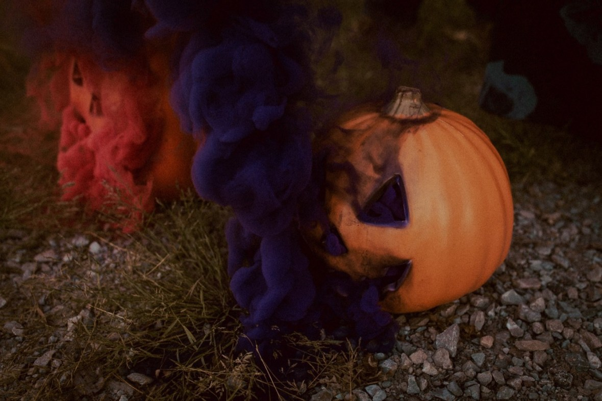 09_WCTM9918ab_Photos_Session_Pumpkins_Bombs_Smoke_Halloween_Mini_Louisville_Kentucky