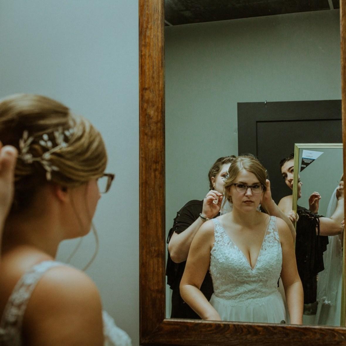 16_GR091ab_Barn_Indoor_Shelbyville_Kentucky_Summer_Wedding