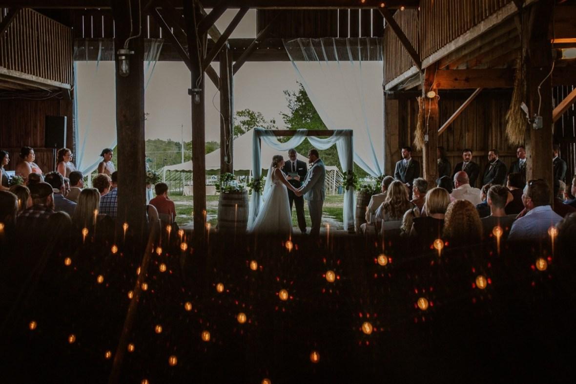 31_C063ab_Barn_Indoor_Shelbyville_Kentucky_Summer_Wedding