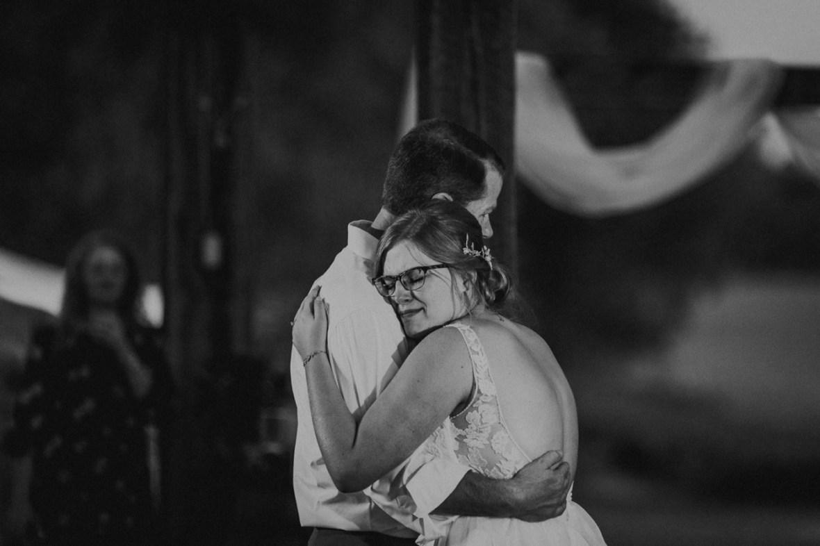 71_r087abwb_Barn_Indoor_Shelbyville_Kentucky_Summer_Wedding
