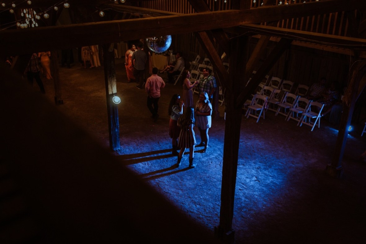 74_r136ab_Barn_Indoor_Shelbyville_Kentucky_Summer_Wedding