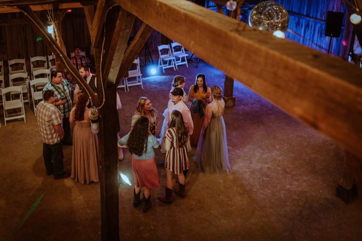 78_r134ab_Barn_Indoor_Shelbyville_Kentucky_Summer_Wedding