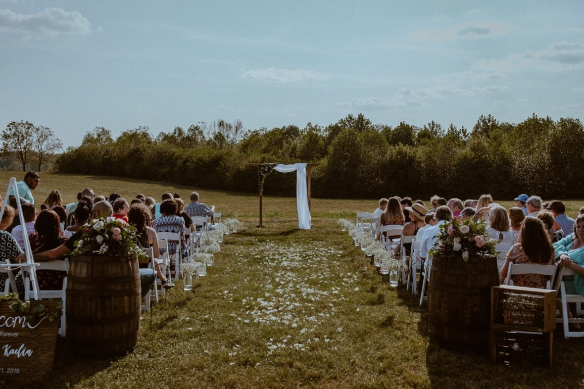15_WCTM1859aa_Rustic_Red_Wedding_Kentucky_Barn_At_Falling_orchard_Shelbyville