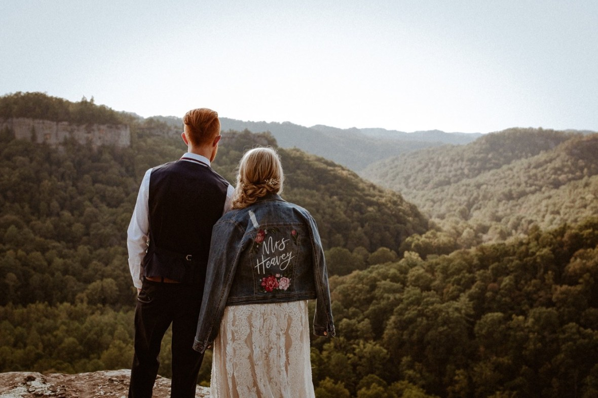 29_WCTM1006ab_Red_Wedding_River_At_Small_Chimney_Top_Gorge_Rock
