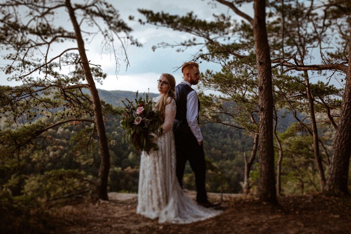 34_WCTM1092ab_Red_Wedding_River_At_Small_Chimney_Top_Gorge_Rock