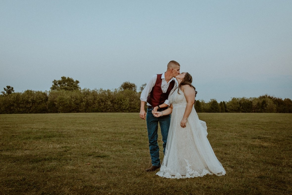 36_WCTM2708aa_Rustic_Red_Wedding_Kentucky_Barn_At_Falling_orchard_Shelbyville