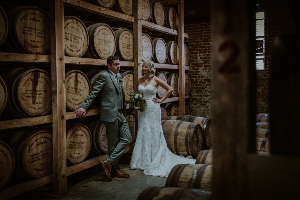 44_WCTM7784ab_Louisville_Monnik_Kentucky_Wedding_Small_Falling_Urban_Beer