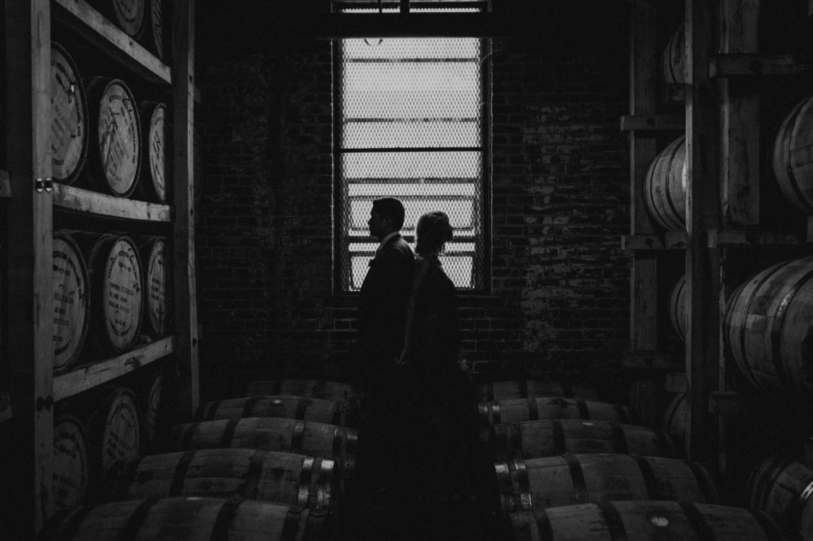 46_WCTM7798abwb_Louisville_Monnik_Kentucky_Wedding_Small_Falling_Urban_Beer