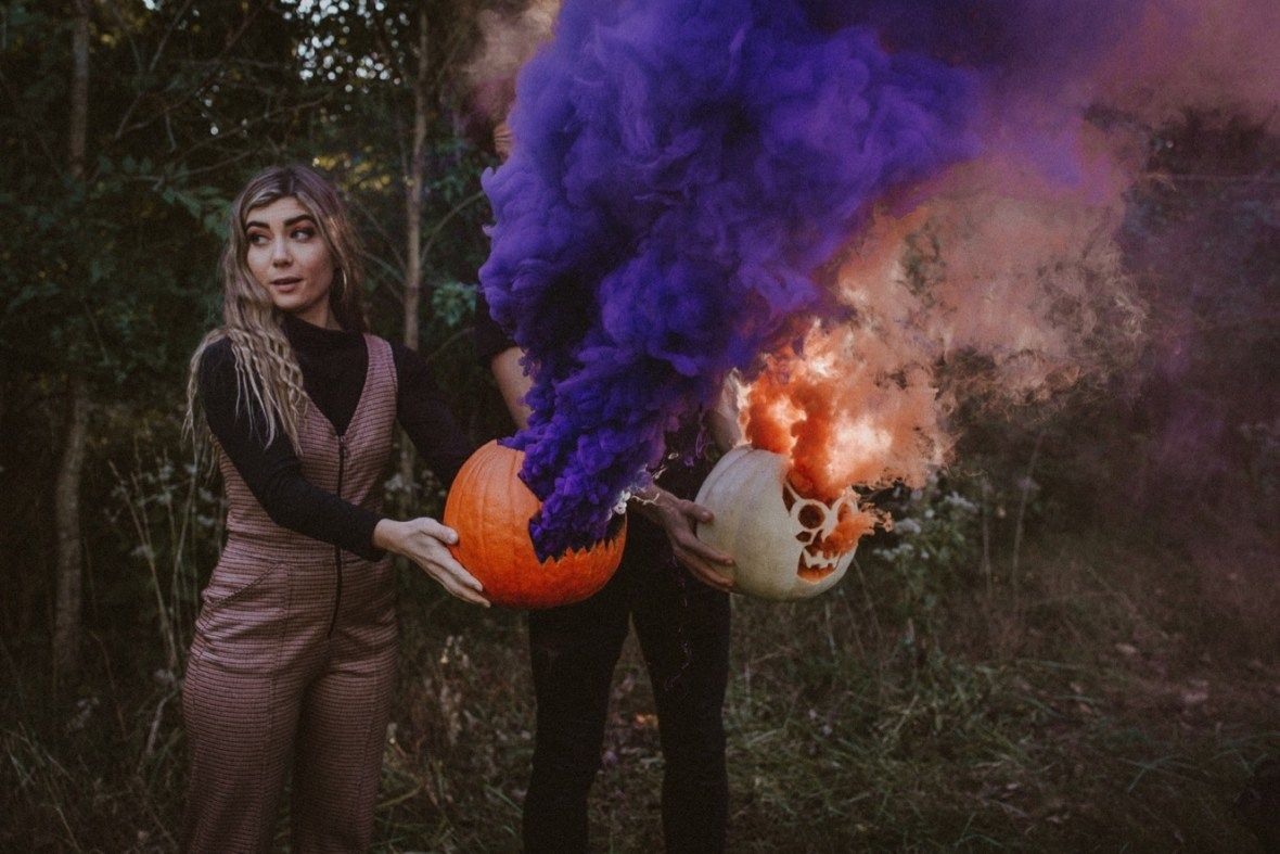 09_WCTM5793ab_Indoor_Louisville_Session_Fall_Kentucky_Pumpkins_Smoke_With_Bombs_Pug_Couples