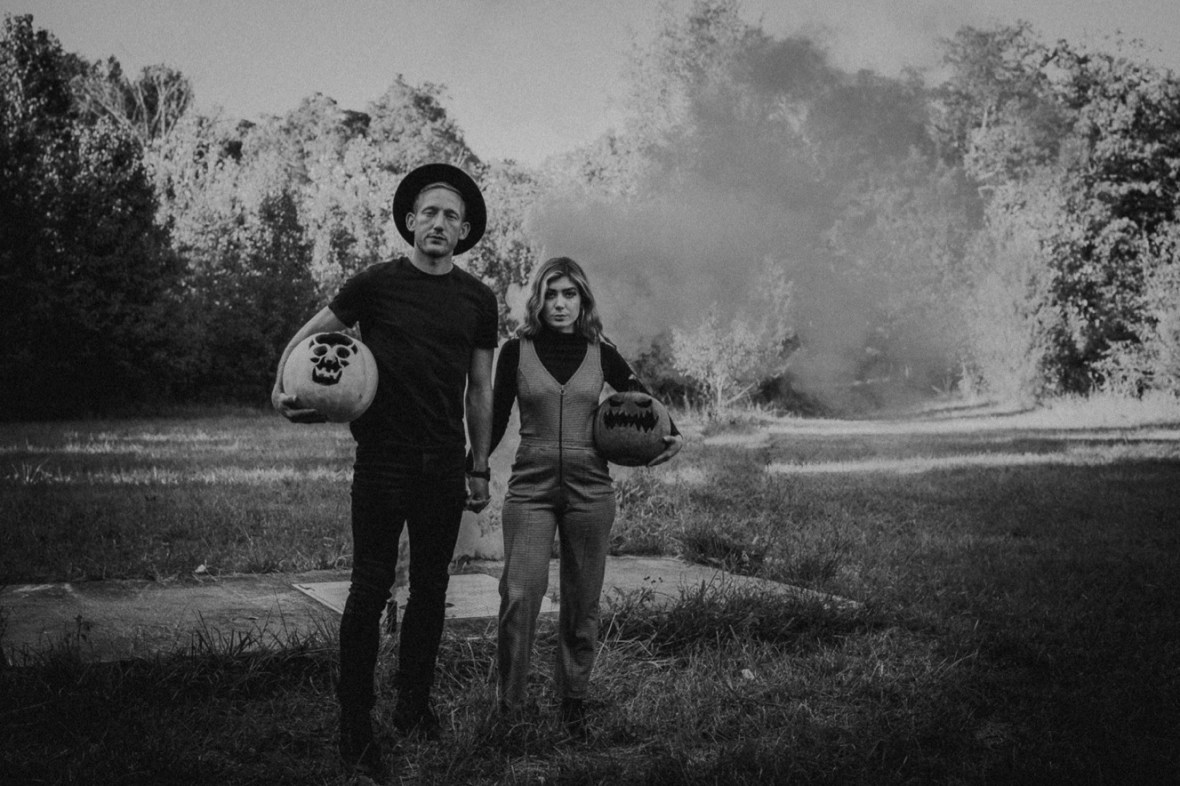19_WCTM5864abwb_Indoor_Louisville_Session_Fall_Kentucky_Pumpkins_Smoke_With_Bombs_Pug_Couples