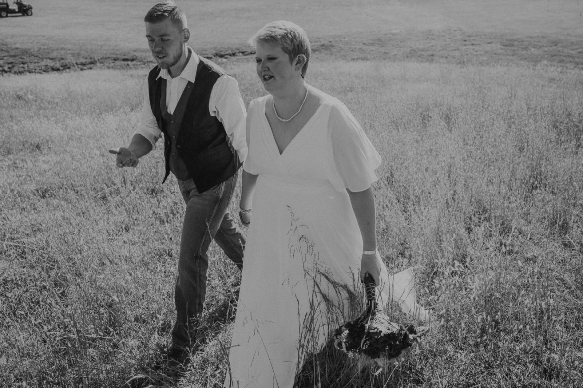 10_WCTM6110abwb_Rustic_Indiana_Southern_october_Wedding_Corydon_Falling