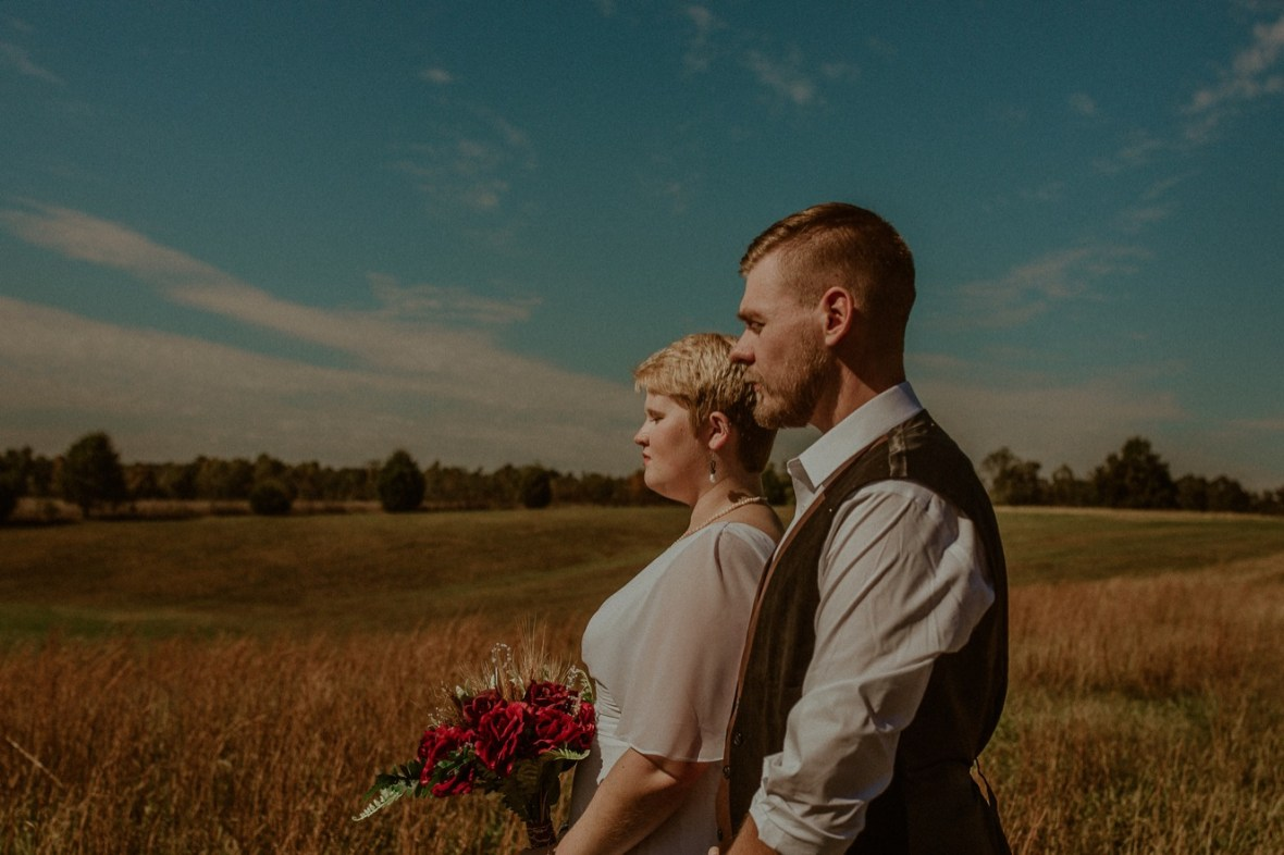 23_WCTM6125ab_Rustic_Indiana_Southern_october_Wedding_Corydon_Falling