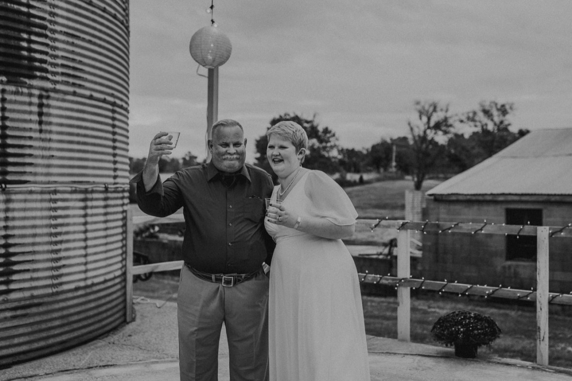 45_WCTM6575abwb_Rustic_Indiana_Southern_october_Wedding_Corydon_Falling