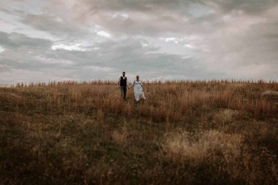 51_WCTM6783ab_Rustic_Indiana_Southern_october_Wedding_Corydon_Falling