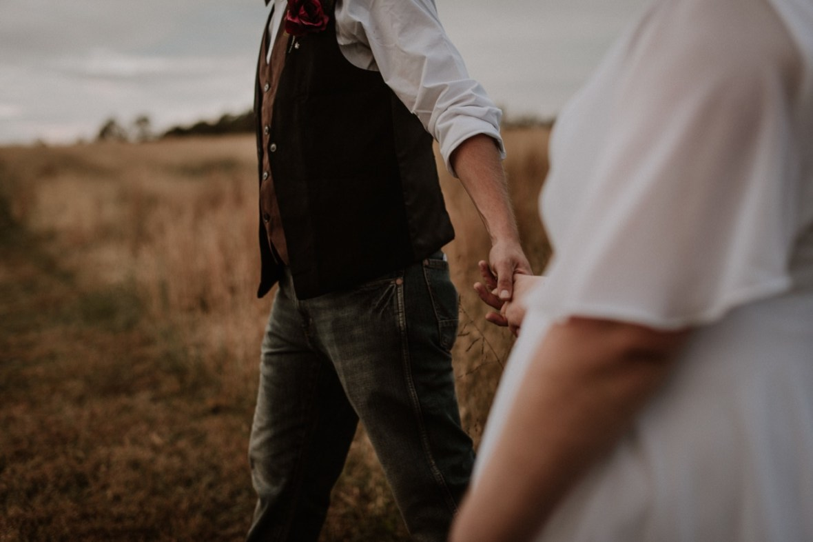 53_DSC_8458ab_Rustic_Indiana_Southern_october_Wedding_Corydon_Falling