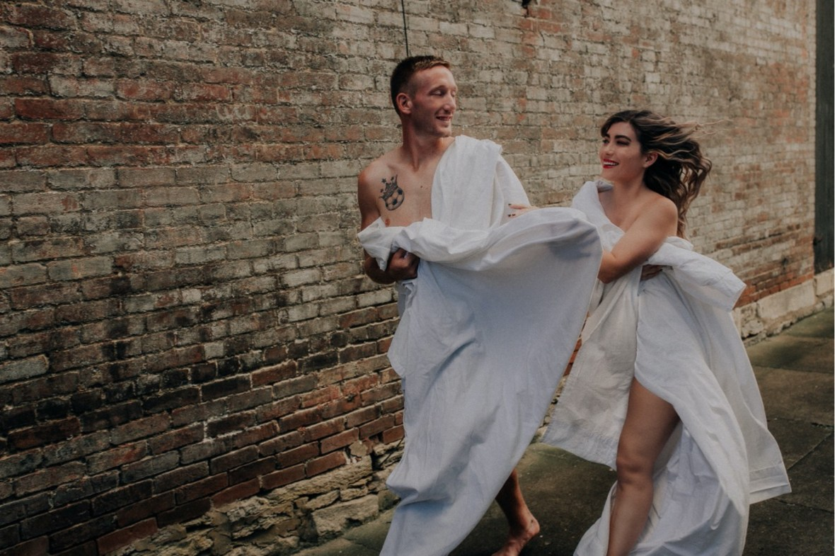 08_WCTM2554-Editab_Summer_Session_Streets_The_Running_Naked_Half_Couples_Urban