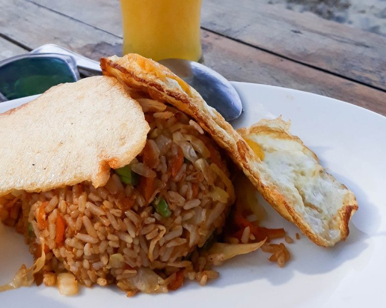 Plato de comida balinesa Nasi Goreng