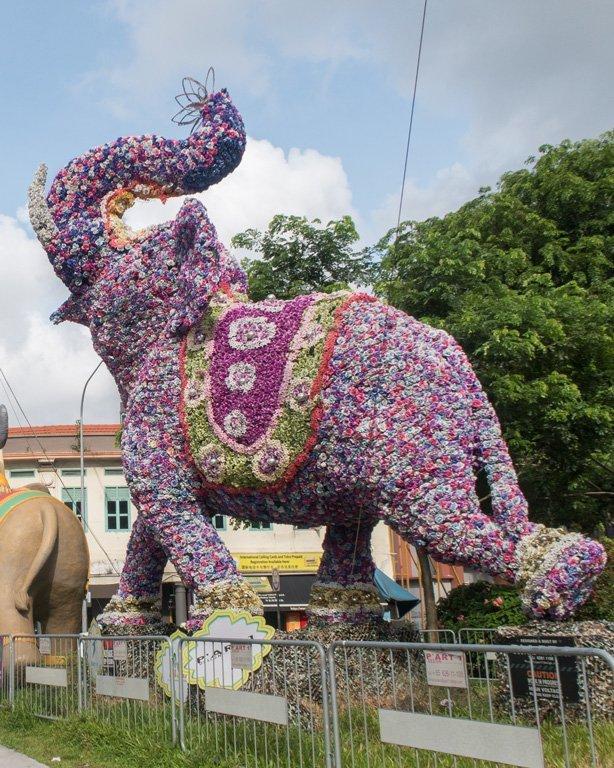 Elefante de flores en el barrio Little India, Singapur