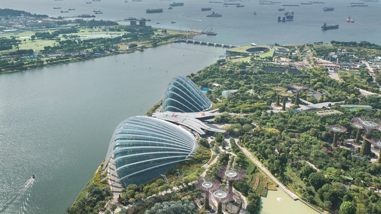 Vista aerea a los Gardens by the Bay desde el Sands SkyPark
