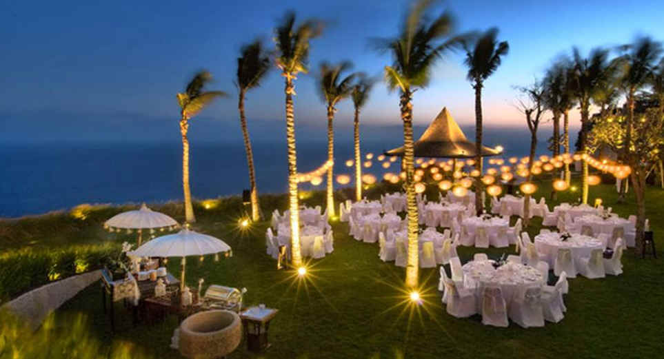 Plan beach themed wedding