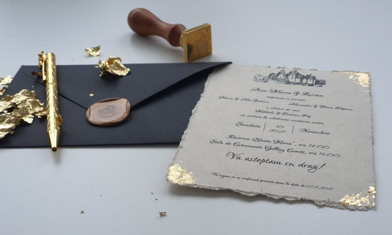 invitatie neagra carton reciclat foita aur
