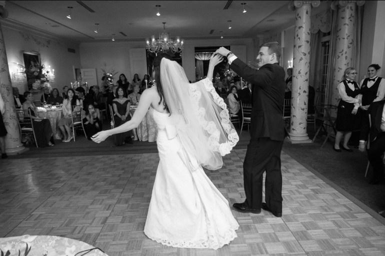Saint-Louis-Wedding-Photographer-Photojournalist-Pillar-Bellerive-Country-Club-034