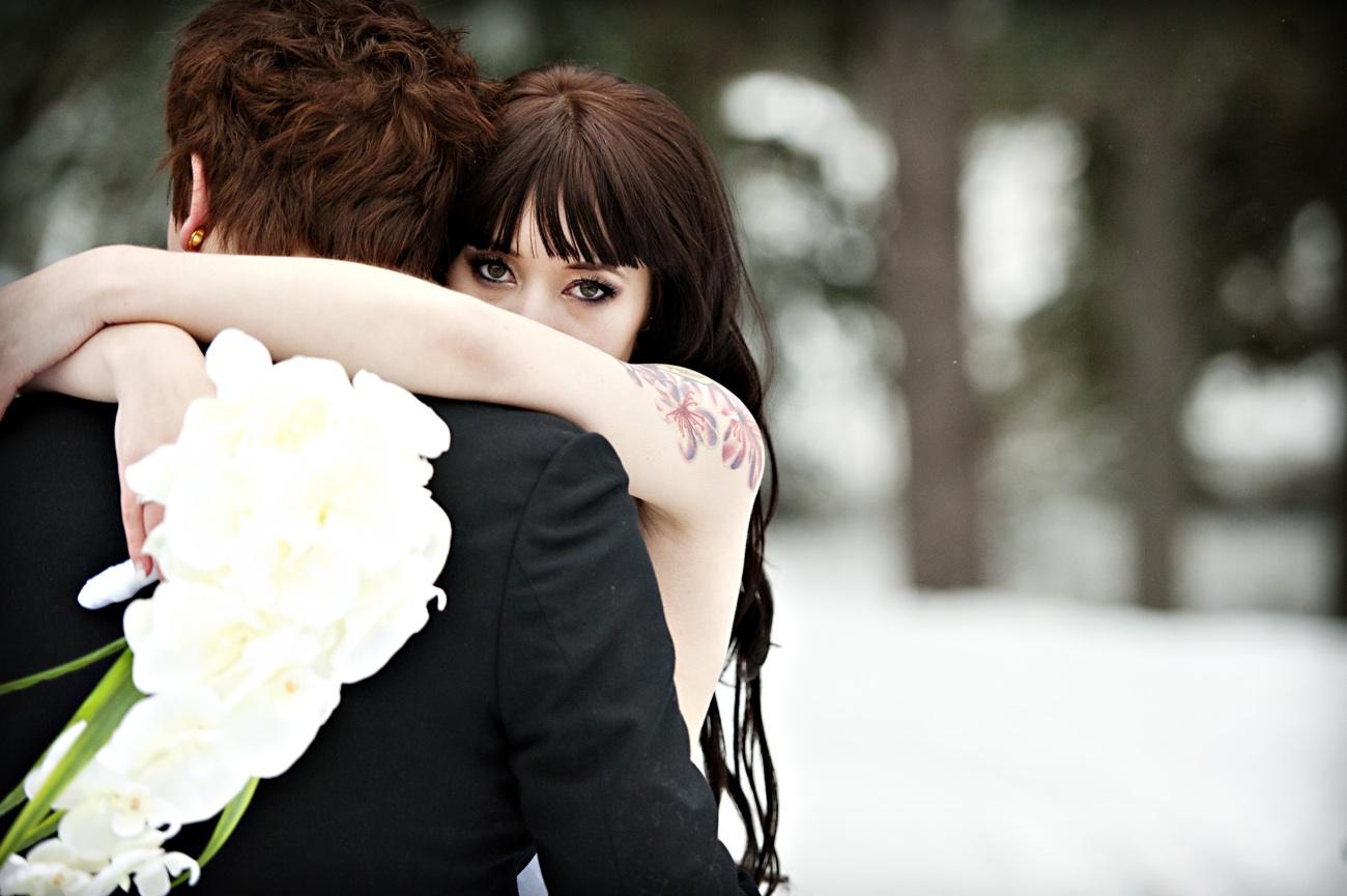 https://i0.wp.com/wedding-pictures-01.onewed.com/26675/outdoor-winter-wedding-photography-bride-hugs-groom-orchid-bridal-bouquet.jpg
