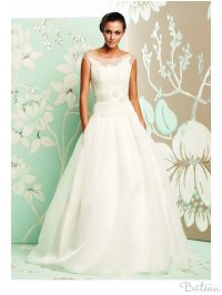 Wedding Dress Necklines: Find Your Most Flattering! | OneWed