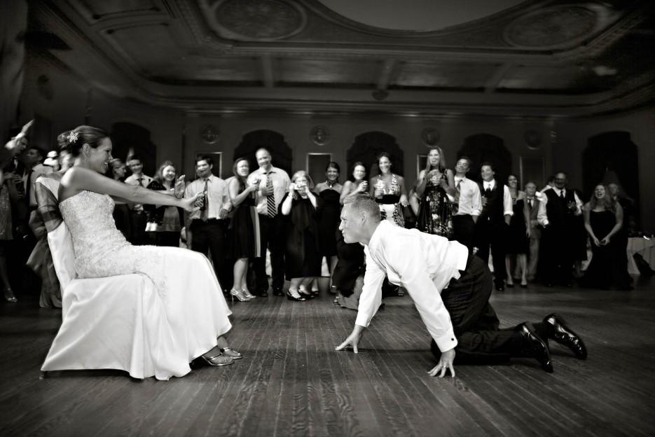 Bridal Garter Toss Funny Wedding Photos