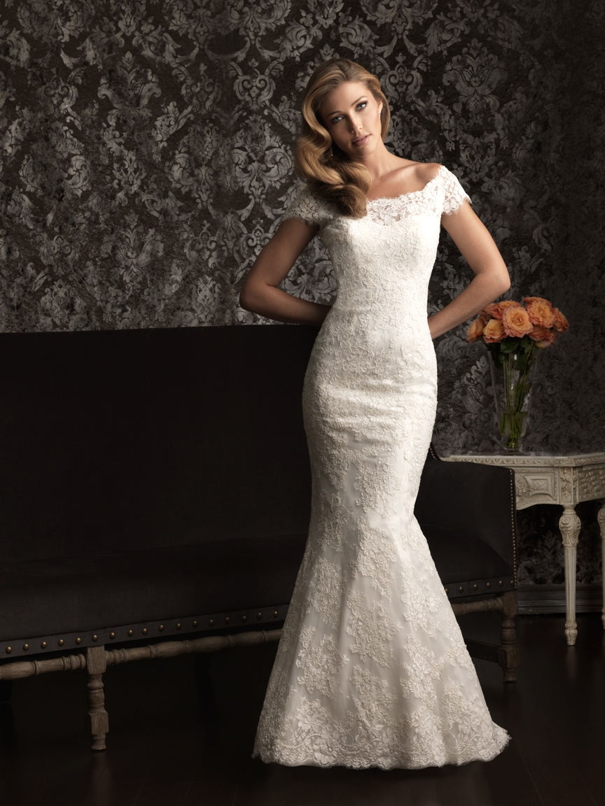 gorgeous 2013 wedding dress by Allure bridal gowns lace
