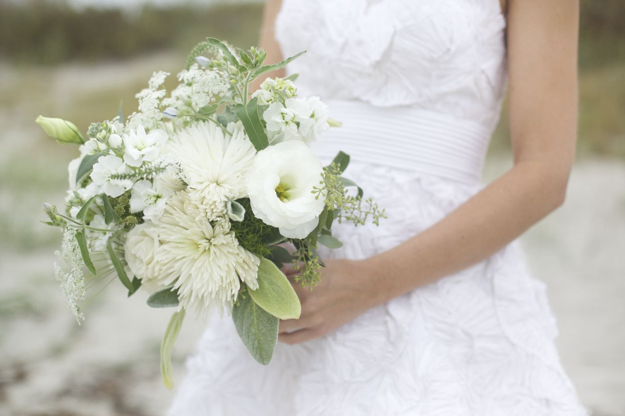 10 white wedding flowers we love queen annes lace 2  OneWedcom