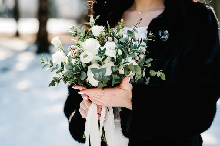 bukiet ślubny biały zima