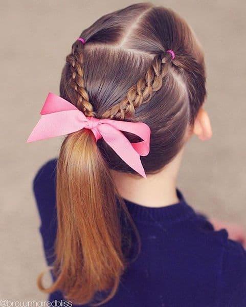 fryzury na wesele dla dzieci warkocz kucyk wstążka
