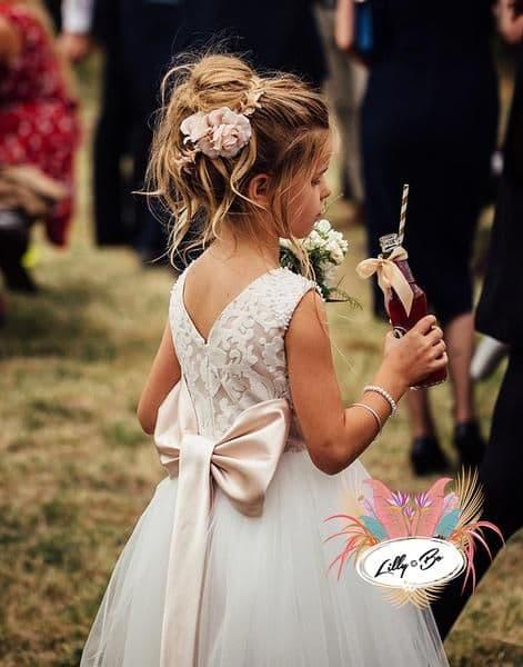 fryzury na wesele dla dzieci upięcie