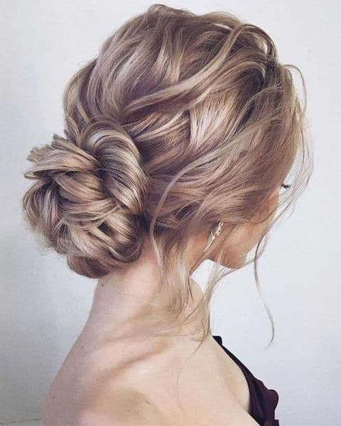fryzury na wesele niskie upięcie kok prosty