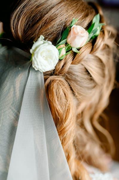 fryzura panna młoda wianek