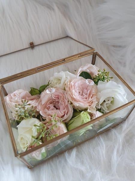 kwiaty na ślub pudełko na obrączki