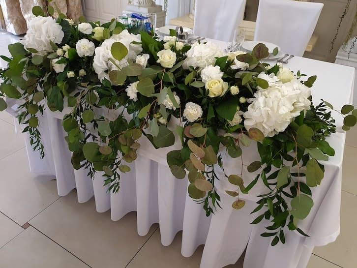 kwiaty na wesele stół pary młodej