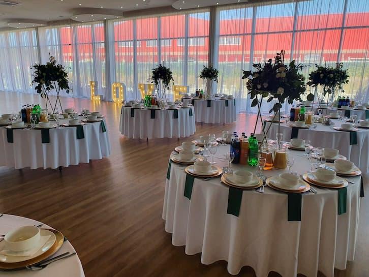 kwiaty na wesele dekoracja sali weselnej