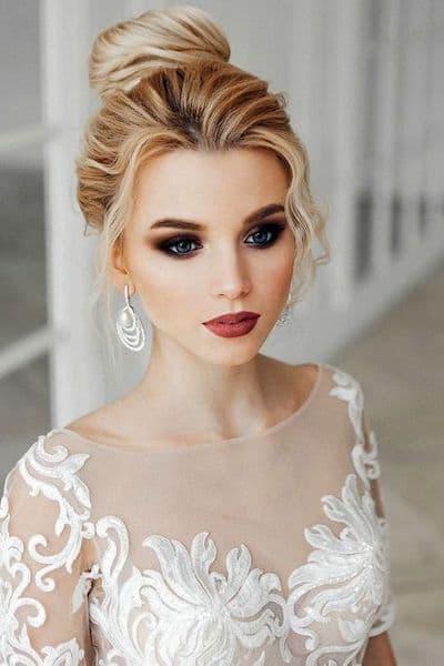 makijaż panna młoda ciemny mocny usta brązowe