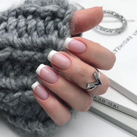 paznokcie french klasyczny