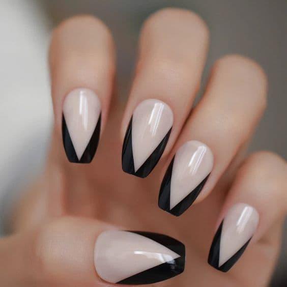 manicure wesele litera v czarne