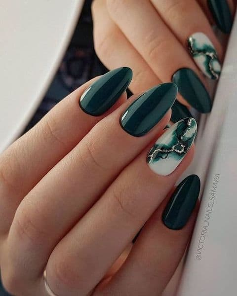 paznokcie marmurki zielone złoto wesele