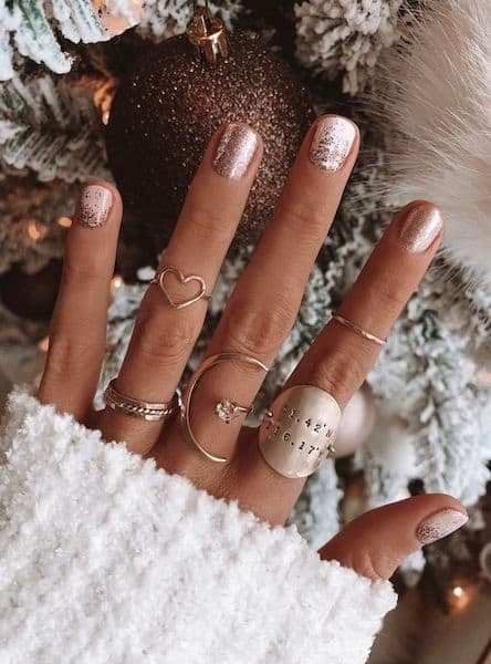paznokcie na wesele złoto brokat