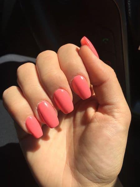paznokcie ślubne koralowe